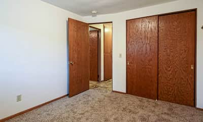 Bedroom, Faircrest Apartments, 2
