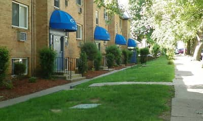 Renshaw Apartments, 1