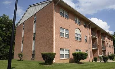 Building, Seminary Roundtop Apartments, 2