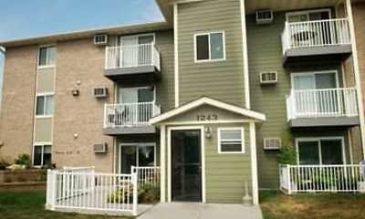 Building, Seven Pines Apartments, 0