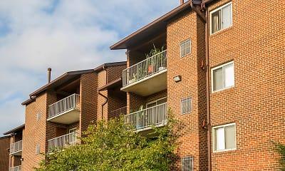 Foxfire Apartments, 0