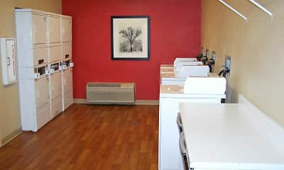 Recreation Area, Furnished Studio - Minneapolis - Brooklyn Center, 2