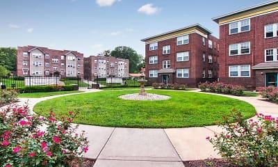 Building, Roanoke Court Apartments, 0