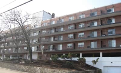 135 Quincy Avenue Apartments, 2