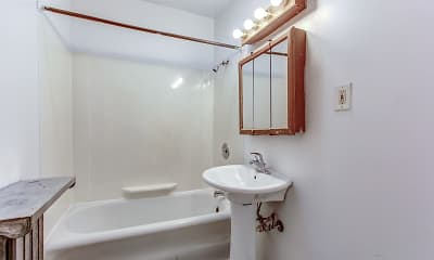 Bathroom, Cleveland Heights/University Circle Area Apartments, 2