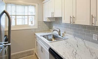 Kitchen, Eagle Rock Apartments At Mineola, 1