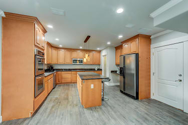004_Kitchen .jpg