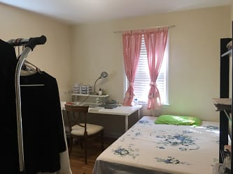Right side Bedroom pic.jpg
