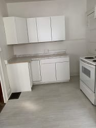 FLR1 / Kitchen