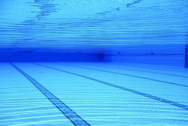 swimming-pool-504780__480.jpg
