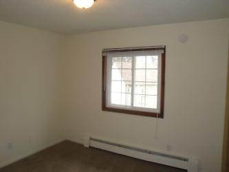 Bedroom+2 (1).JPG
