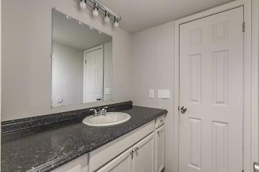 12 Bathroom.jpg