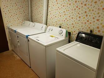 Studio laundry room20201228_110427.jpg