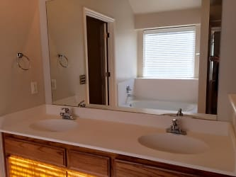 12 Master Bathroom.jpg