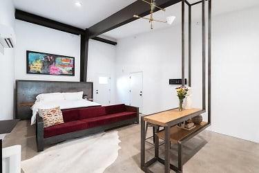 2 Living Area.jpg