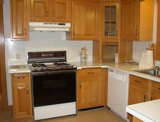 115 Huxley Ave Kitchen.jpg