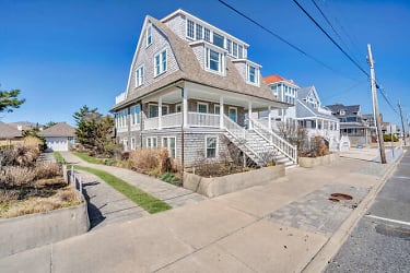 809 S Ocean Ave Seaside Park-small-002-006-Front Exterior-666x444-72dpi.jpg
