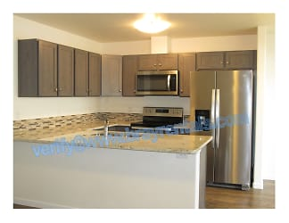 646 Trinity Way C 4-Kitchen.jpg