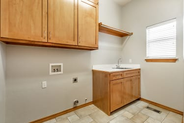031 Laundry Room.jpg