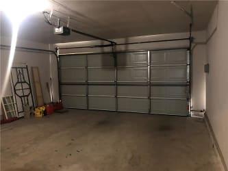 25 Garage.jpg