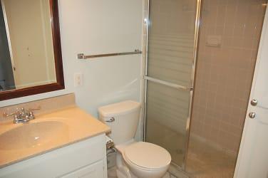 Hallway 3/4 Bath
