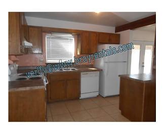 485 Mae St #3 3b-kitchen.jpg