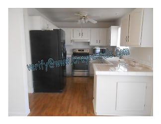 2534 Walnut Ave 4-kitchen.jpg