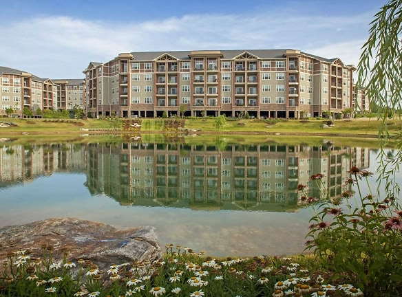 Luxury Lakeside Living at LangTree Apartments Lake Norman!