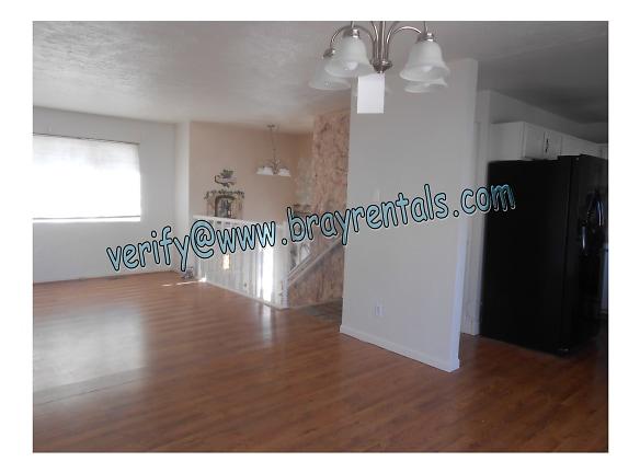 2534 Walnut Ave 3-livingroom-dining.jpg