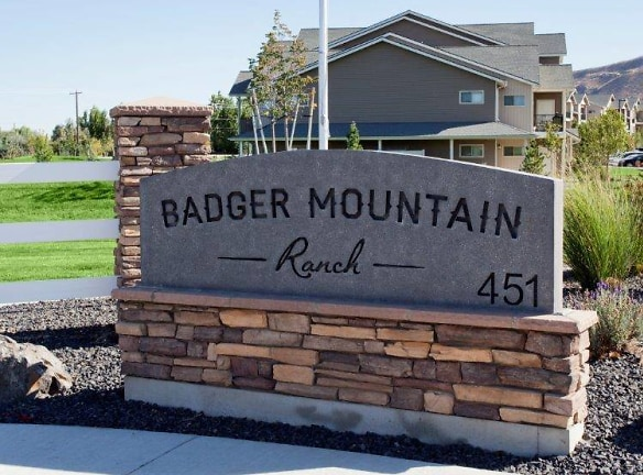 Richland, WA Badger Mountain Ranch Apartments Entry Monument Sign