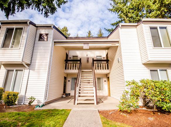 Lakewood Apartments - Arbor Pointe Apartments - Front Exterior