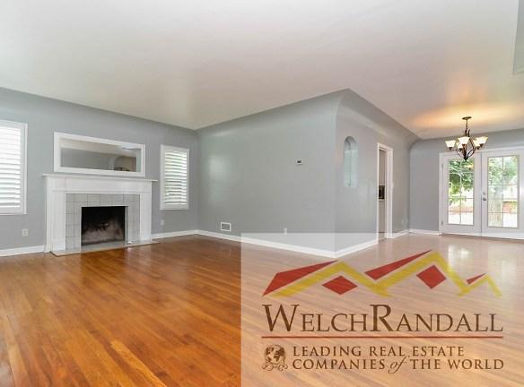 002_Living Room 425 E Center St.jpg