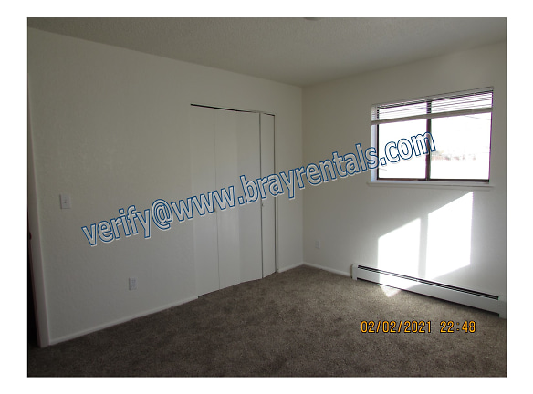 414 W 1st St B 5-bedroom.jpg