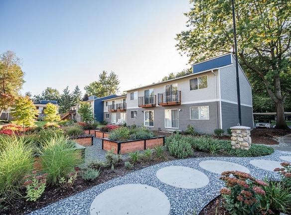 Kent Apartments - Driftwood Apartments - Exteriors and Gardens