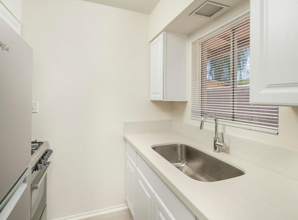 Kitchen facing sink.JPG