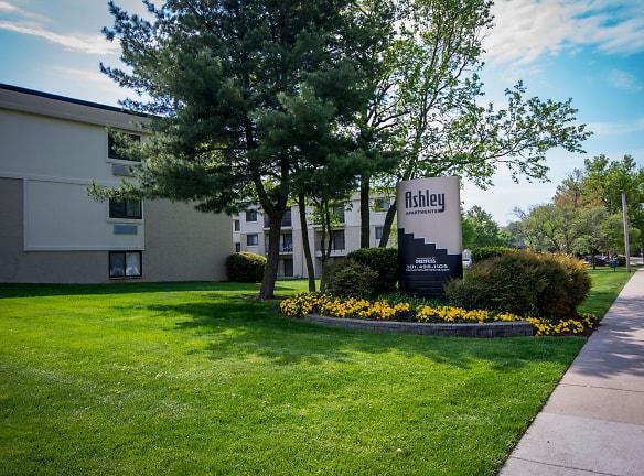 Ashley Apartments Signage 6