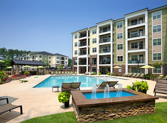 Welcome Home - Pool and Sundeck