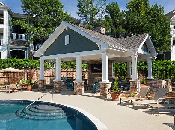 Poolside Summerhouse