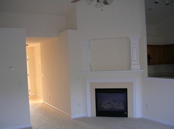 7028 Living Room.jpg