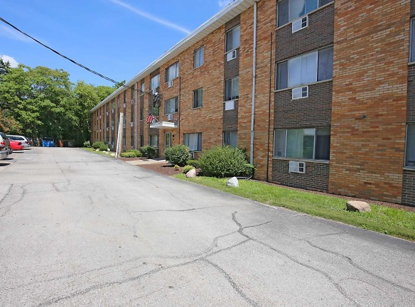 RIVER OAKS Apartments Moline, IL - Apartments For Rent ...