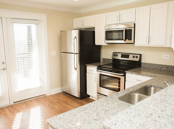 Kitchen design in 2 Bedroom Flat and Townhouse