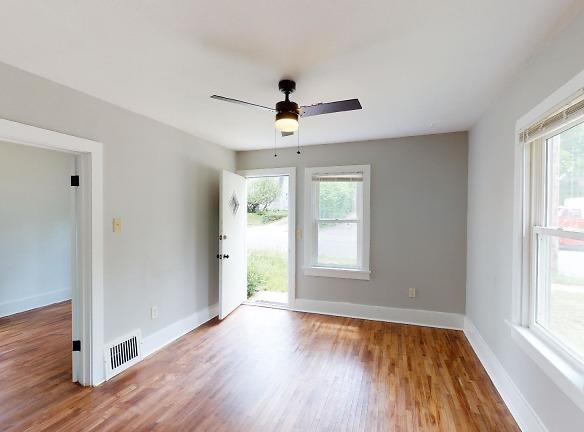 3115-Ellis-St-Living-Room.jpg