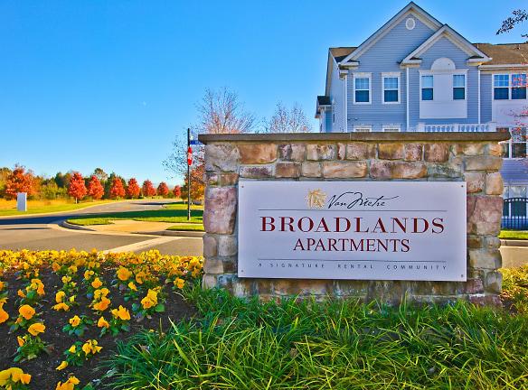 Broadlands Entrance