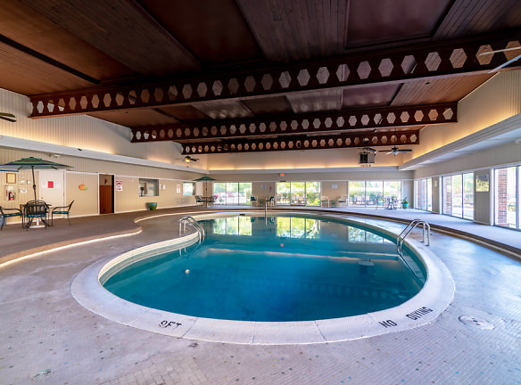 Indoor Swimming Pool, Camelot Place Apartments in Saginaw, MI