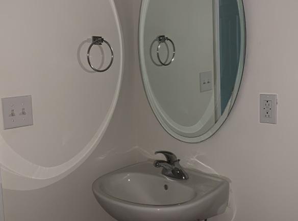 bathroom_2_cabinetsink_vanity_mirror_93.jpg