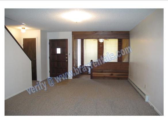 3192 Hill Ave- 2 Living Room.jpg