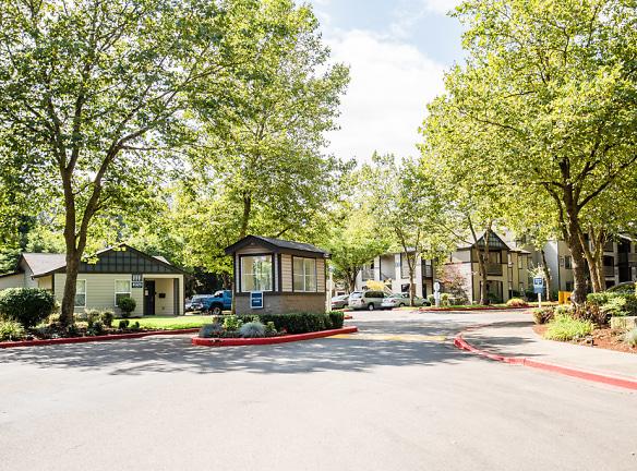 Kent Apartments - Signature Pointe Apartment Homes - Guard Shack and Exteriors
