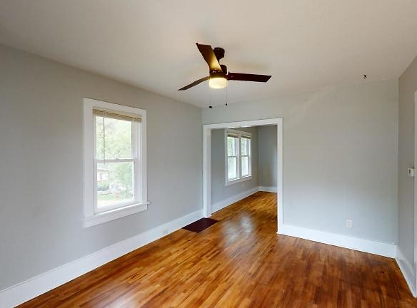 3115-Ellis-St-Living-Room(1).jpg