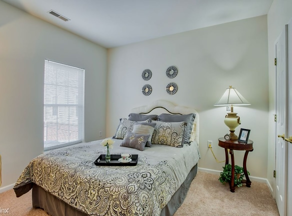 Bedroom_Lockwood-of-Clinton_24500-Metropolitan-Pkwy-Clinton-MI_RPI_II-402077_24 - Copy