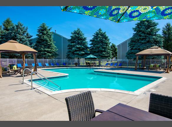 Resort Style Pool, Waterford Pines in Waterford, MI